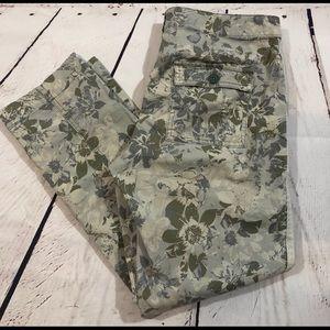 Hei Hei Sz 8 floral camouflage crop pants